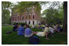 4-11-01 - Students having class on the lawn between Benson and Calhoun on April 11, 2001. (Vanderbilt Photo/Neil Brake)StudentsClassSpringGroup